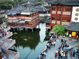 Lotus Pool in Shanghai&#39;s Yuyuan Garden