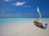 Traditional Dhoni on the Beach  Maldives  Indian Ocean  Asia