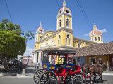 Horse Cart Passing Cathedral De Granada  Park Colon (Park Central)  Nicaragua  Central America