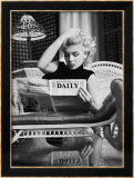 Marilyn Monroe lisant Motion Picture Daily, New York, vers 1955 Reproduction encadrée par Ed Feingersh