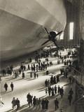 The Hindenburg Zeppelin - 1936 Olympics Papier Photo