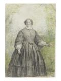 Femme vêtue d'une robe à crinoline grise  devant un bosquet