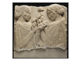 """Fragment de stèle funéraire (ou votive) dite de """"l'Exaltation à la fleur"""" (Démeter et Coré )"""