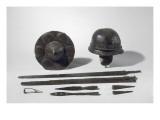 Armes gauloises : casque ; umbo de bouclier  épée  lances  talons  fibule