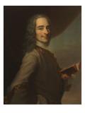 """François Marie Arouet de Voltaire  dit Voltaire (1694-1778) - tenant un exemplaire de """"La Henriade"""""""