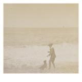 Jeune garçon et un chien face à la mer
