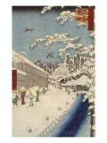 Personnage marchand sous la neige