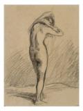 Femme nue  debout et vue de dos  mettant sa chemise