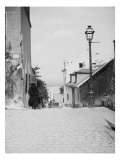Pr&#232;s de la rue Cortot &#224; Montmartre 