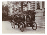 Rentilly  Jacques Menier assis dans une automobile