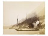 Saint-Gingolph  un navire ancré au bord du lac