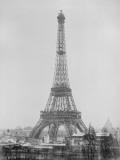 La Tour Eiffel quasiment achevée