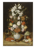 Vase de fleurs  avec coupe de fruits et verre d&#39;eau