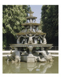 Vue du parc  fontaine de la Pyramide  bassin circulaire à margelles de marbre