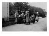 Jeunes femmes en costume traditionnel à Pont-Aven