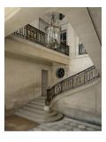 Petit Trianon: Vue du vestibule et de l'escalier  avec la rampe en fer forgé aux chiffres de