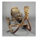 """Traineau """" au léopard """" : caisse en bois en forme de léopard peint au naturel  garnie de velours"""
