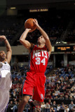 New Jersey Nets v Sacramento Kings: Devin Harris and Luther Head