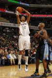 Denver Nuggets v Charlotte Bobcats: Shaun Livingston and Chauncey Billups