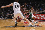 Milwaukee Bucks v San Antonio Spurs: Earl Boykins and Matt Bonner