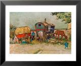 Les roulottes, campement de bohémiens aux environs d'Arles Reproduction laminée et encadrée par Vincent Van Gogh