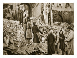 Trummerfrauen Clear Rubble in Berlin  1945