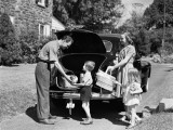 Family Packing Car For Picnic