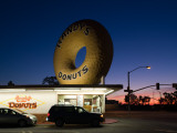 Donut's Shop at Dawn  Randy's Donuts  Inglewood  Los Angeles County  California  USA
