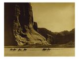 Canon De Chelly, Arizona, Navaho (Trail of Tears) Giclée par Edward S. Curtis