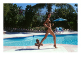 Vogue - April 1999 - Poolside Strut Regular Photographic Print par Arthur Elgort