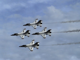 Usaf Thunderbirds Flying F-16 Fighting Falcons in Formation