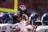 Giants Chiefs Football: Kansas City  MO - New York Giants huddle