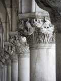 Columns of the Doge's Palace Reproduction d'art par Tom Grill