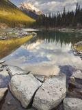 Horseshoe Lake and Mount Kerkeslin  Jasper National Park  Alberta  Canada