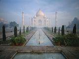Taj Mahal and Reflecting Pools Papier Photo par Macduff Everton