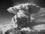 Mt St Helens Erupting