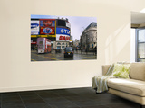 Commercial Signs on Buildings  Piccadilly Circus  London  England