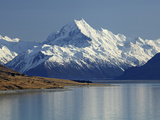 Aoraki Mount Cook and Lake Pukaki  Mackenzie Country  South Canterbury  South Island  New Zealand
