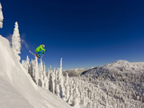 Jumping from Cliff on a Sunny Day at Whitefish Mountain Resort, Montana, Usa Papier Photo par Chuck Haney