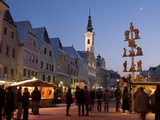 Christmas Pole With Nativity Scenes  Town Hall (Rathaus)  and Christmas Market Stalls  Austria