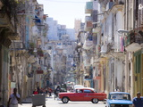 View Along Congested Street in Havana Centro, Cuba Reproduction d'art par Lee Frost