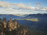 The Three Sisters and Jamison Valley  Blue Mountains  Blue Mountains National Park  Nsw  Australia