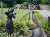Pioneer Gardener Statue in Brigham Young Historic Park  Salt Lake City  Utah  USA