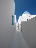 White Street and Church in Santorini (Thira)  Cyclades  Greek Islands  Greece  Europe