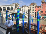 Rialto Bridge and Gondolier  Grand Canal  Venice  UNESCO World Heritage Site  Veneto  Italy  Europe