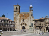 Pizarro Statue and San Martin Church  Plaza Mayor  Trujillo  Extremadura  Spain  Europe