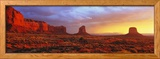 Sunrise, Monument Valley, Arizona, USA Photo encadrée par Panoramic Images