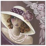 Femme Chapeau Blanc Et Rose