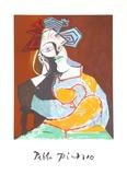 Femme Accoudee au Drapeau Bleu et Rouge