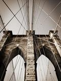 The Brooklyn Bridge, a National Landmark Papier Photo par Keith Barraclough